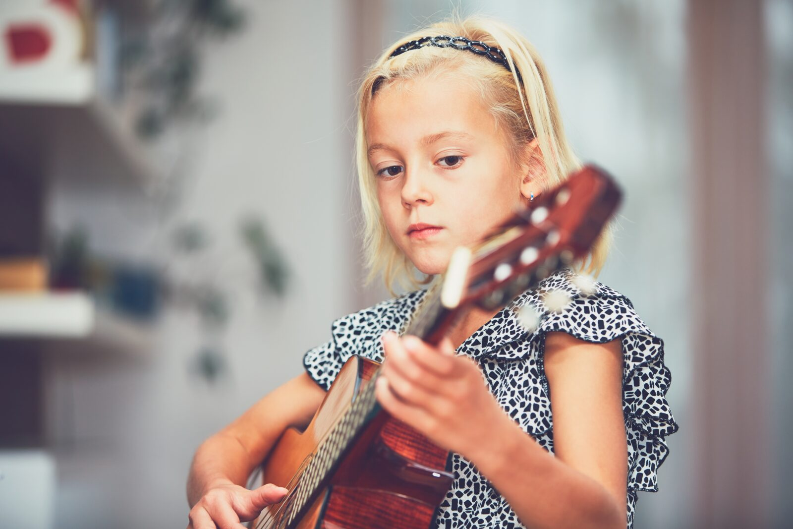 Child with her guitar
